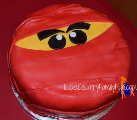 Decorate a cake for mom Sendiks Lake Country Family Fun
