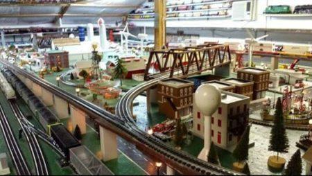 light display Ziemer's Model Train Open House Watertown Wisconsin Lake Country Family Fun