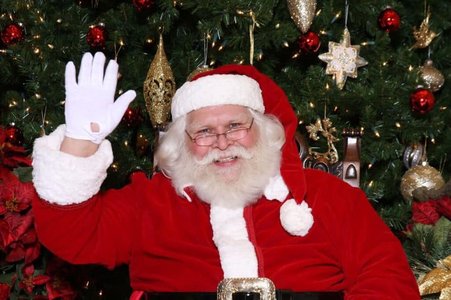 Santa at Von Maur at the Corners of Brookfield